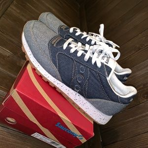 Saucony Men sneakers size 9.5 used once with box